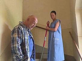 Die Putzfrau im Waschkeller hart gefickt HD deutsch