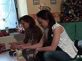 Pretty women doing kinky things in a lesbo vid