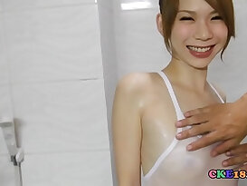 Soapy massage for skinny Japanese babe with her perfect body!