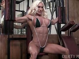 Naked Female Bodybuilder Ashlee Chambers Fucks Banana