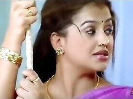 Sexy Aunty in malayalam item song
